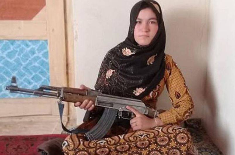Una niña afgana mató a dos talibanes e hirió a otros  por haber asesinado a sus padres