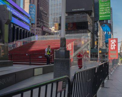 Los escalones rojos en Times Square, Manhattan, el 22 de junio de 2020. (September Dawn Bottoms/The New York Times)
