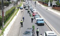 Por los casos positivos Quetzaltenango tiene restricciones de circulación vehicular regida por las placas. Sin embargo la medida no ha logrado contener el coronavirus. (Foto Prensa Libre: Raúl Juárez)