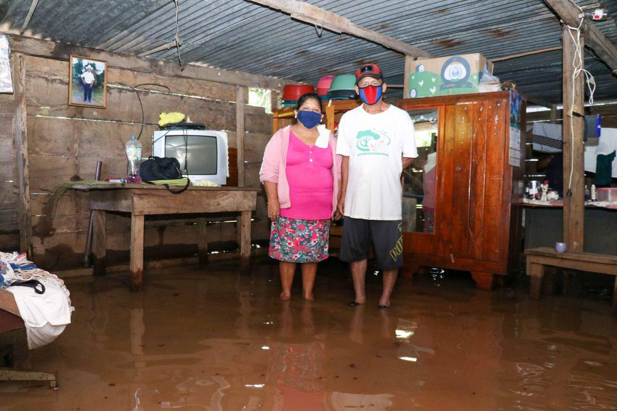 Lluvias anegan varias comunidades en Retalhuleu, donde vecinos claman por ayuda