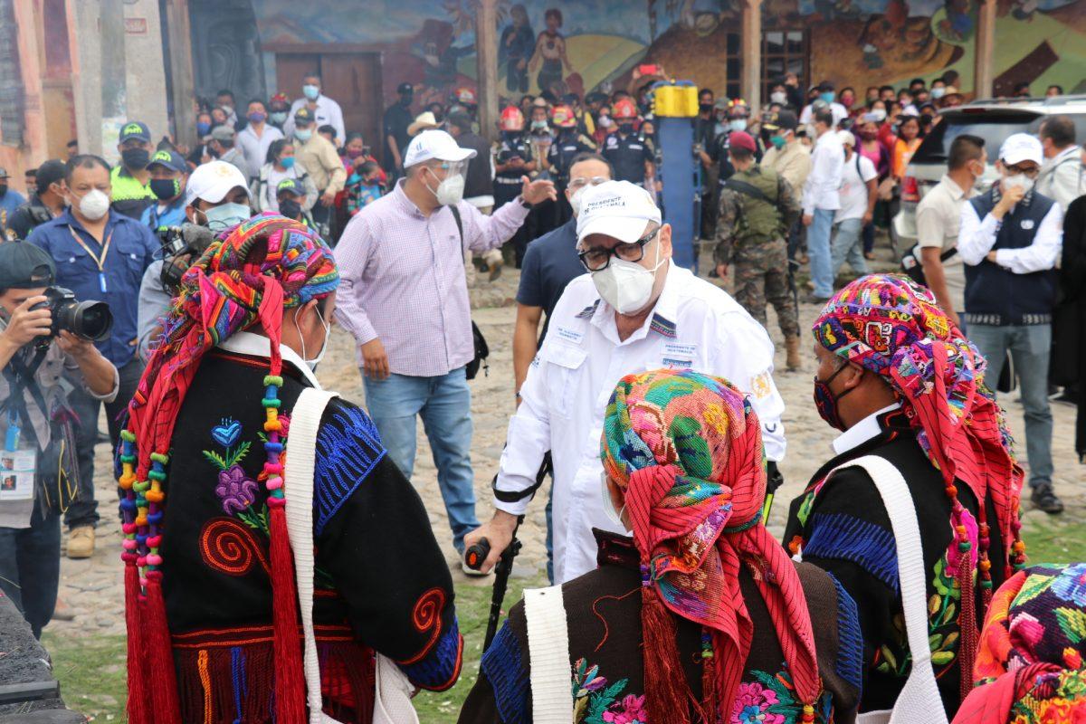 Líderes indígenas exigen renuncia de presidentes de los tres poderes del Estado y jefa del MP