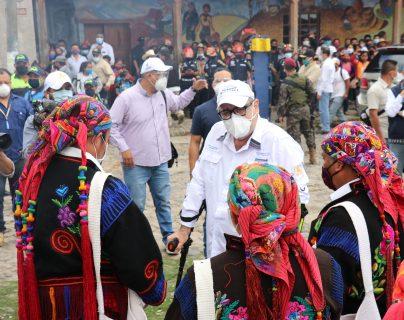 Alejandro Giammattei se reúne con autoridades indígenas de Chichicastenango, Quiché, (Foto Prensa Libre: Héctor Cordero)