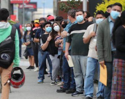 Usuarios hacen filas de tres horas para efectuar trámites en oficinas del Renap en la capital
