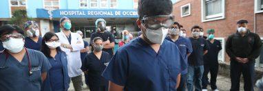 Los médicos dieron a conocer las dificultades que deben vencer para atender a los pacientes. (Foto Prensa Libre: María Longo)