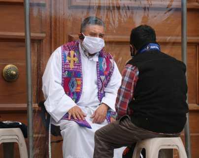 Sacerdote de la Catedral Metropolitana de Los Altos implementa protocolos para atender a los feligreses