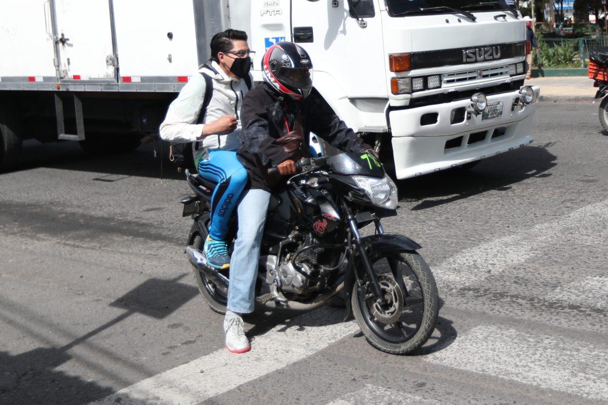 Coronavirus: motoristas en Xela explican cómo ofrecen una alternativa de transporte sin perder las medidas de higiene y seguridad