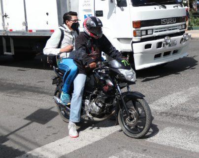 Quienes utilizan la nueva alternativa de transporte en Xela deben tomar en cuenta las medidas de prevención. (Foto Prensa Libre: María Longo)