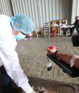 Este miércoles 29 de julio se llevó a cabo una jornada de donación de sangre en el hospital temporal del Parque de la Industria. (Foto Prensa Libre: Érick Ávila)