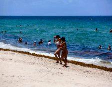 Gente en la playa en Fort Lauderdale, Florida, el jueves 25 de junio de 2020. (Saul Martinez/The New York Times)