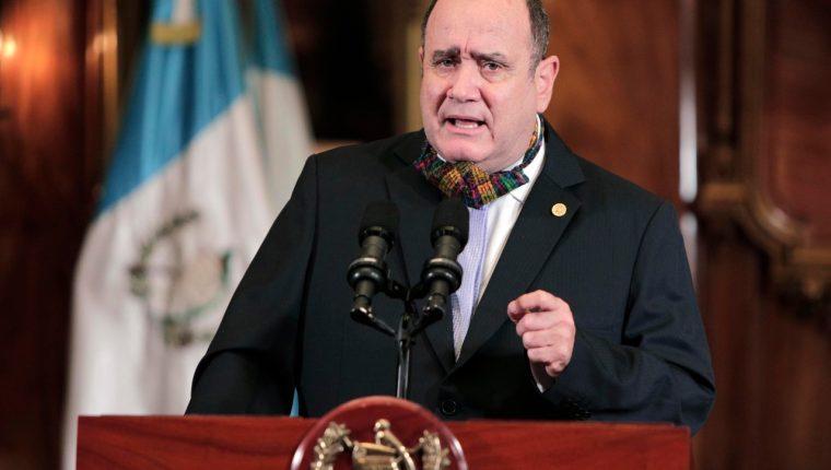 El presidente Alejandro Giammattei explicó como funcionará el sistema de alertas que busca reactivar, gradualmente, la economía. Fotografía: Presidencia.