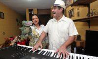 Los títieres y la música un recurso para las clases durante la pandemia.   (Foto Prensa Libre: Miriam Figueroa).