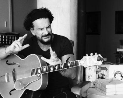 """Ricardo Arjona promociona """"No es el momento"""", el octavo sencillo del álbum """"Blanco"""". (Foto Prensa Libre: Cortesía Metamorfosis)"""