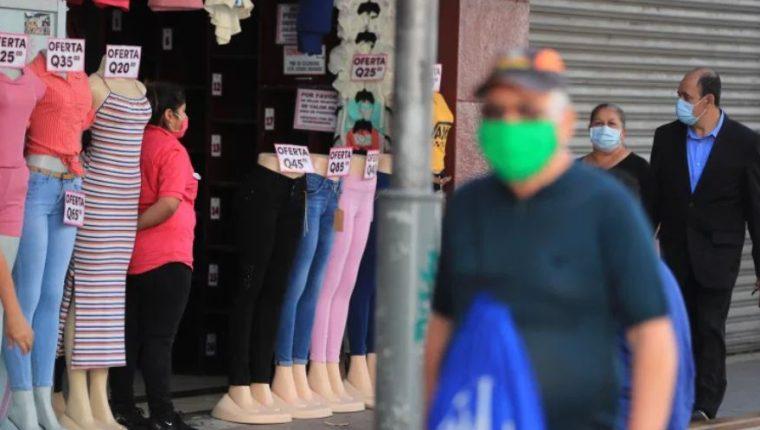 A finales de julio las empresas y comercios empezaron a reactivarse. (Foto Prensa Libre: Hemeroteca)