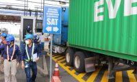 Toda mercadería que no sea pagado el impuesto en la aduana de Puerto Quetzal, deberá utilizar el marchamo electrónico, el servicio tiene un costo de USD$75. (Foto Prensa Libre: Carlos Paredes)