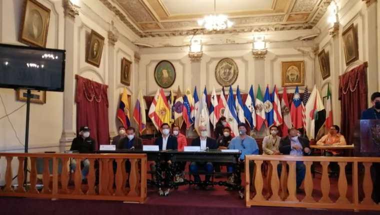 Las autoridades de Quetzaltenango se reunieron para decidir los controles que harán para prevenir contagios. (Foto Prensa Libre: María José Longo)