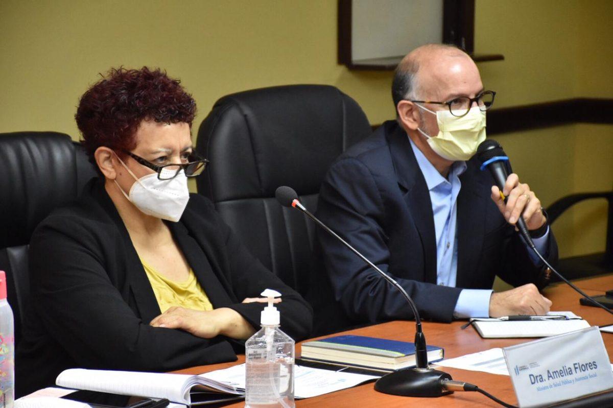 """""""Nos va a corresponder hacernos una prueba"""", dice ministra de Salud, quien estuvo en contacto con Edwin Asturias"""