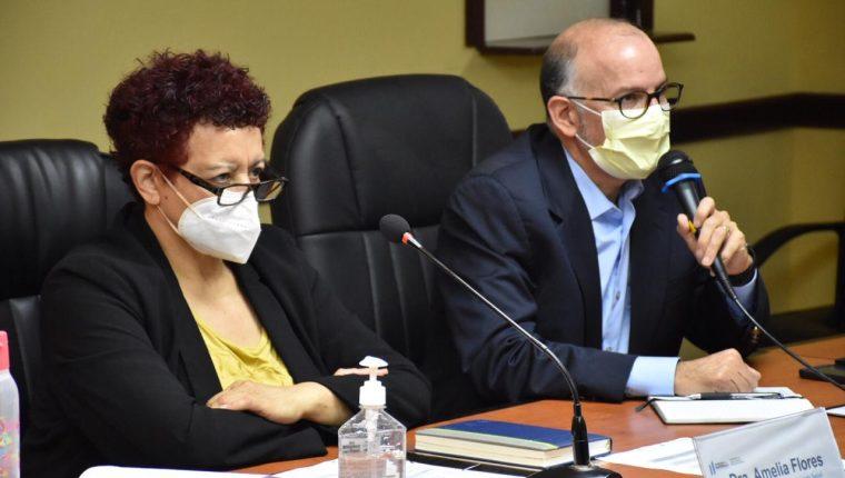 Amelia Flores, ministra de Salud, junto al director de la Coprecovid, Edwin Asturias. (Foto: Hemeroteca PL)