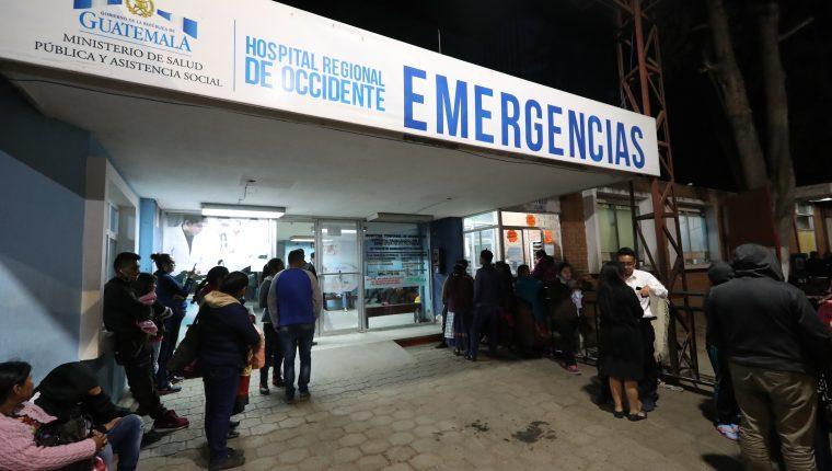 Cuando no hay medicamentos en los hospitales, las familias cubren los costos que pueden llegar a subir los Q30 mil (Foto Prensa Libre: Hemeroteca PL)