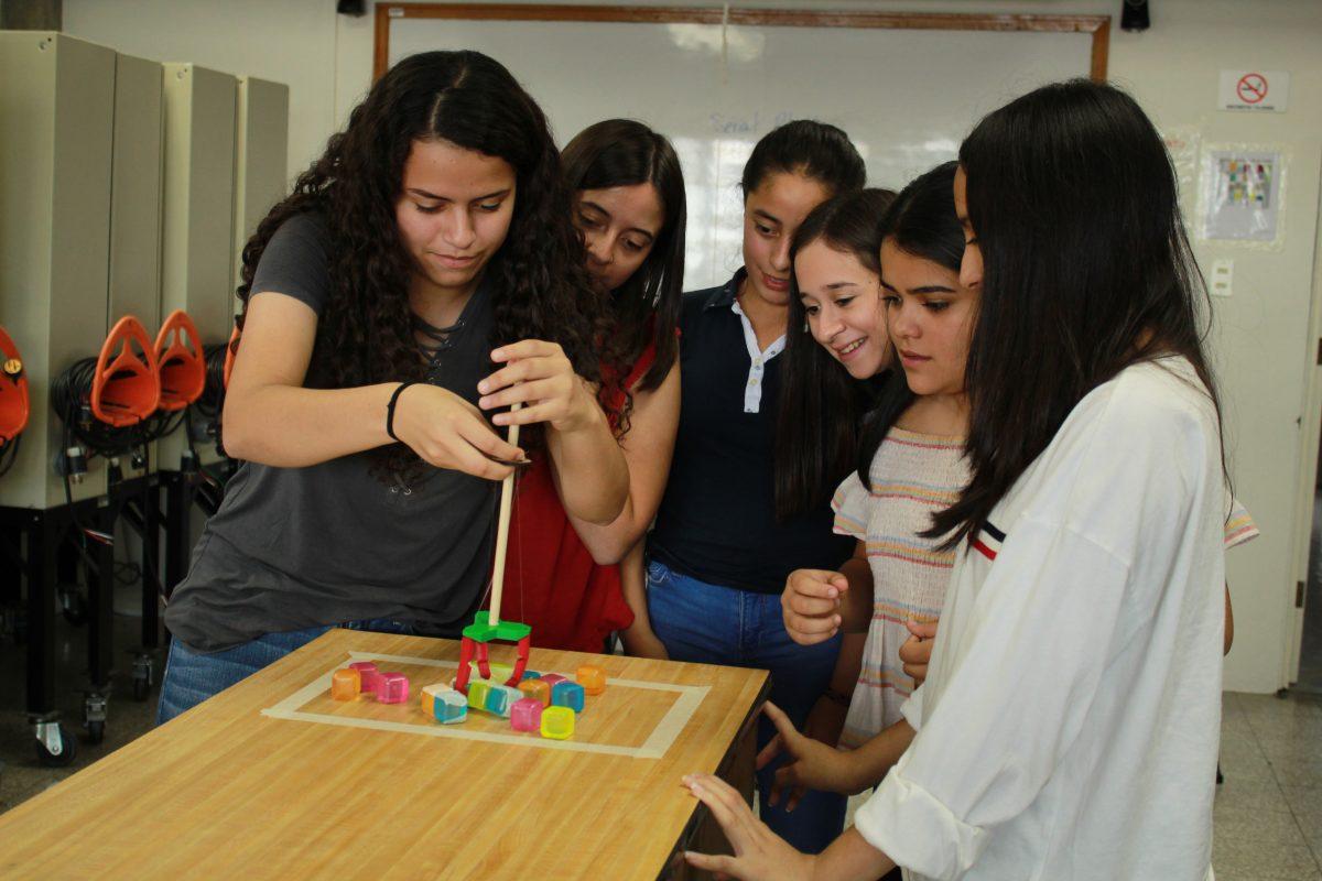 Becas para el curso Mujeres en Ingeniería 2020