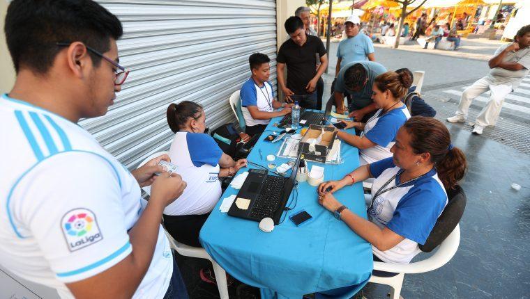 Los guatemaltecos quedarán empadronados al tramitar el Documento Personal de Identificación. (Foto Hemeroteca PL)