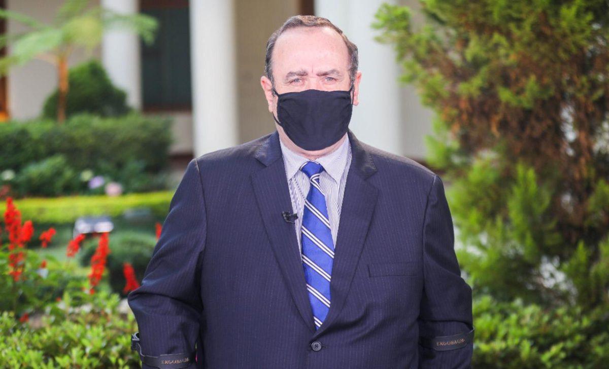 Cae aprobación del presidente Alejandro Giammattei por el manejo de la pandemia