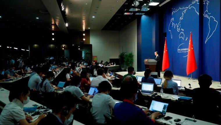 EE. UU. sospecha que investigadora china acusada de fraude está refugiada en consulado. (Foto Prensa Libre: EFE)