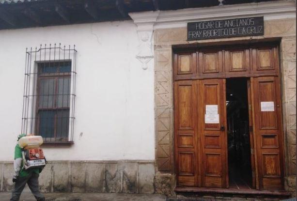 El asilo Fray Rodrigo de la Cruz reportó un 68.5 por ciento de contagios dentro de su población de residentes entre 68 y 95 años. (Foto Prensa Libre: Ayuntamiento de Antigua Guatemala)