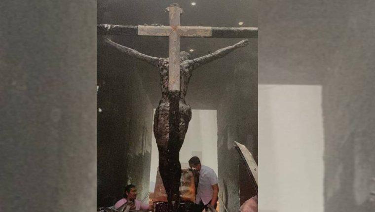 Atentado con bomba molotov daña imagen venerada por católicos de Nicaragua. (Foto Prensa Libre: Cortesía)