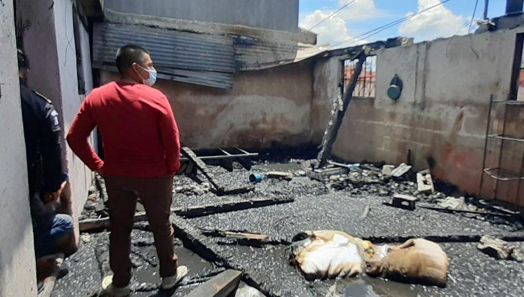 La que era una habitación de la casa quedó hecha escombros. (Foto Prensa Libre: Raúl Juárez)