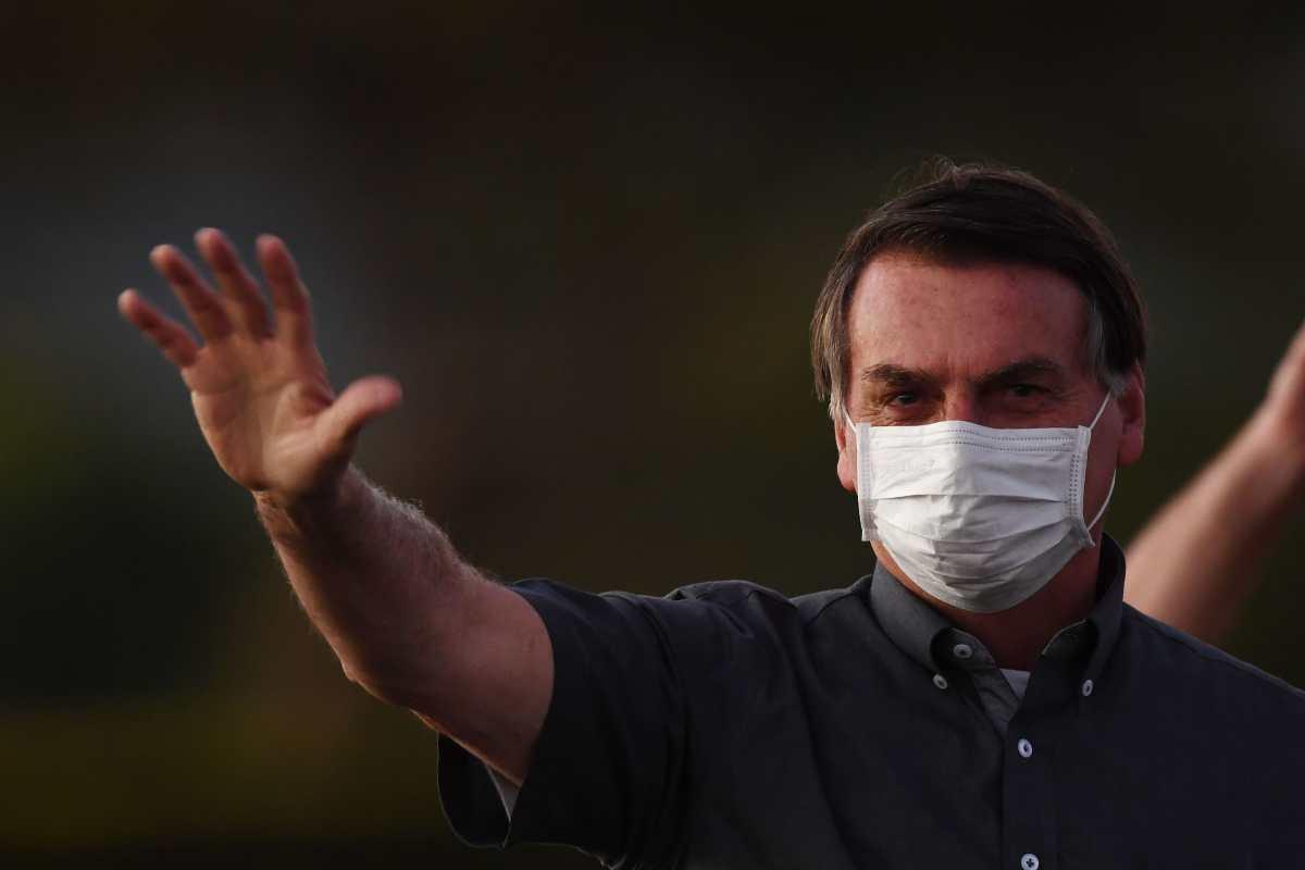 """Bolsonaro """"engaña"""" a los brasileños al promover hidroxicloroquina, afirma neumóloga y el mandatario da nuevamente positivo al covid-19"""