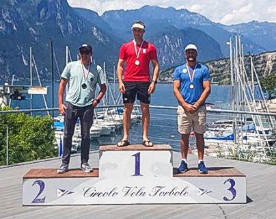 El velerista guatemalteco Juan Ignacio Maegli sube al podio en Italia