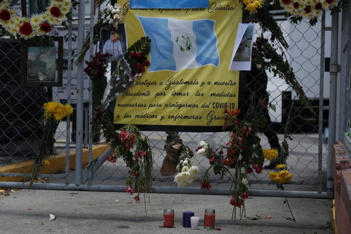 Dedican emotivos mensajes de despedida al Dr. Óscar Hernández, quien murió por coronavirus