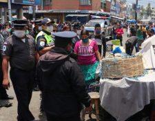 Con el relajamiento de las medidas miles se han volcado a los mercados municipales y cantonales. (Foto Prensa Libre: Hemeroteca PL)