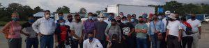 El grupo de nicaragüenses, dentro del cual hay muchos jóvenes, durmió el miércoles en la frontera entre Guatemala y Honduras. (Foto Prensa Libre: Cortesía)