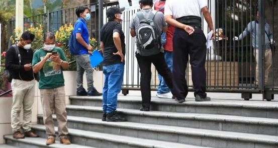 Ministerio de Trabajo elabora una encuesta que identificará a los sectores productivos y grupos ocupacionales que han sido más afectados por la crisis del nuevo coronavirus en Guatemala. (Foto Prensa Libre: Hemeroteca)