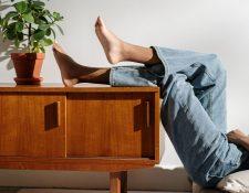 El edema se da con mayor frecuencia en los pies y las piernas. También puede ocurrir en las manos, los brazos, la cara y el abdomen. (Foto Prensa Libre:  cottonbro en Pexels)