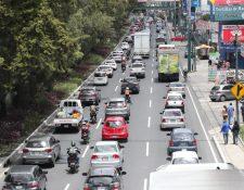 Algunos puntos de la ciudad de Guatemala se vieron con afluencia vehicular. (Foto Prensa Libre: Érick Ávila)