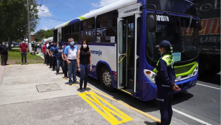 """El aumento a la tarifa incluye al transporte tipo """"exprés"""". (Foto: Hemeroteca PL)"""