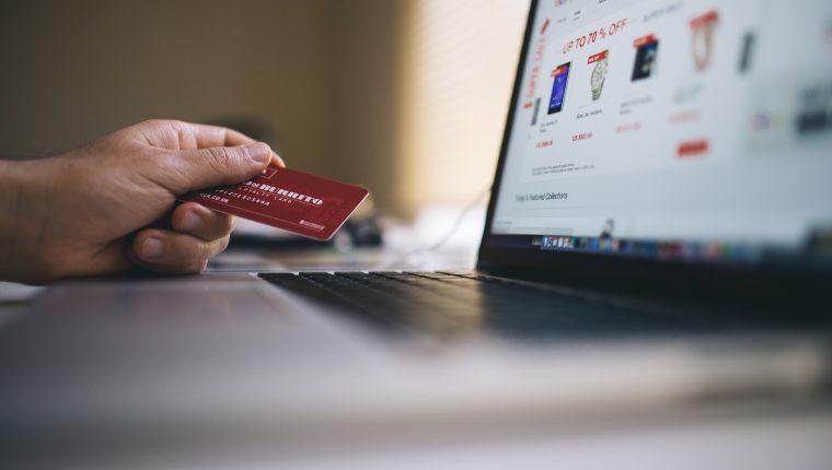 Aplique medidas de seguridad para evitar el robo de información sensible que ponga en riesgo sus movimientos bancarios.  (Foto Prensa Libre: Pexels)