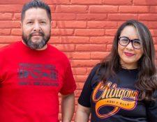 Ana Laura fundó la empresa Deportados Brand junto a Gustavo Lavariega, quien ahora está aprendiendo diseño.