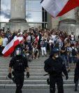 Algunos manifestantes intentaron asaltar el Parlamento antes de ser dispersados por la policía.