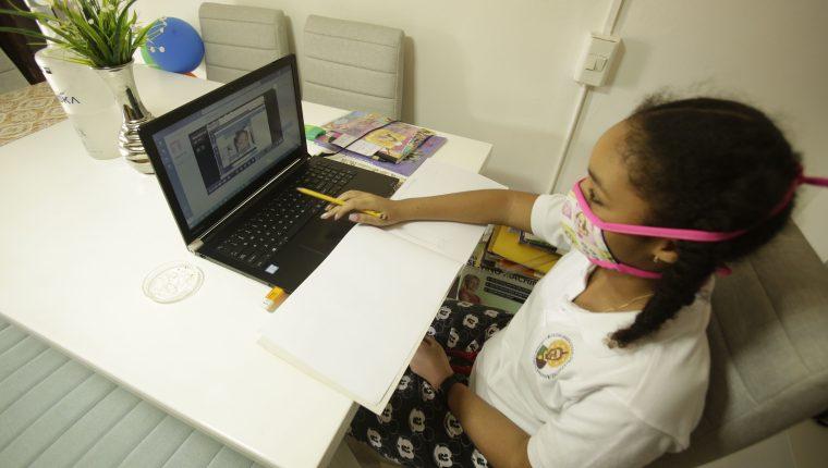 La pandemia ha obligado a utilizar la tecnología como una herramienta de educación. (Foto Prensa Libre: Hemeroteca PL)