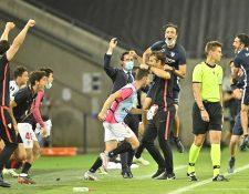 Los jugadores del Sevilla festejan el triunfo frente al Manchester United y la clasificación a la final de la Europa League. (Foto Prensa Libre: EFE)