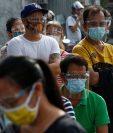 Muchos países del mundo han implementado el uso de la mascarilla para frenar los contagios de coronavirus. (Foto Prensa Libre: EFE)