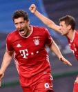 Lisbon (Portugal), 19/08/2020.- Robert Lewandowski (L) of Bayern Munich celebra el tercer gol ante el  Olympique Lyon EFE/EPA/Franck Fife / POOL