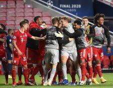 Los jugadores del Bayern festejan el título de la Champions. (Foto Prensa Libre: EFE)