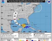 Fotografía cedida por el Centro Nacional de Huracanes (NHC) estadounidense donde se muestra el pronóstico de cinco días de la trayectoria del huracán Laura en el Golfo de México hasta su entrada a las costas estadounidenses. (Foto Prensa Libre: EFE)