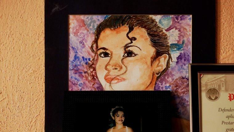 Vista de un retrato hecho a mano de la joven María Isabel Velíz Franco en casa de su mamá Rosa, el 25 de febrero de 2020. Este caso ayudó a crear la alerta Isabel - Claudina en Guatemala, un sistema que ayuda a familiares a buscar a mujeres desaparecidas. (Foto Prensa Libre: EFE)