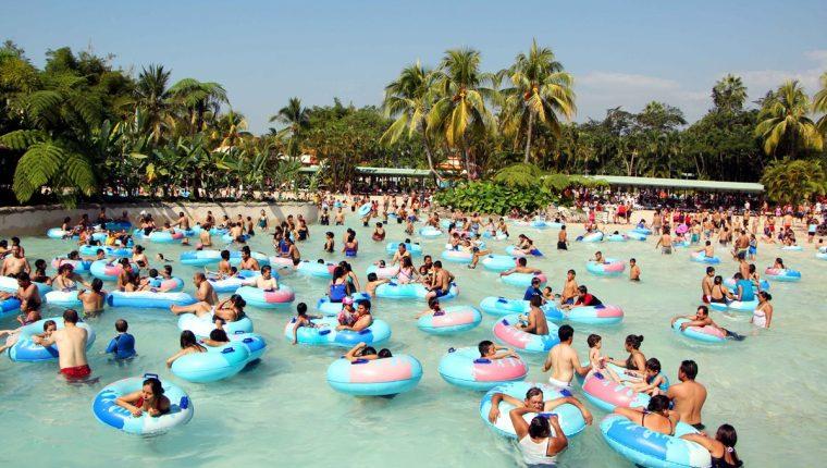 Parque acuático Xocomil, en San Marín Zapotitlán, Retalhuleu, es visitado por miles de personas cada año.  (Foto Prensa Libre: Hemeroteca PL)