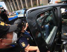 El exministro de Comunicaciones, Alejandro Sinibaldi, se entregó este lunes a la Justicia de Guatemala. (Foto Prensa Libre: Carlos Hernández Ovalle)